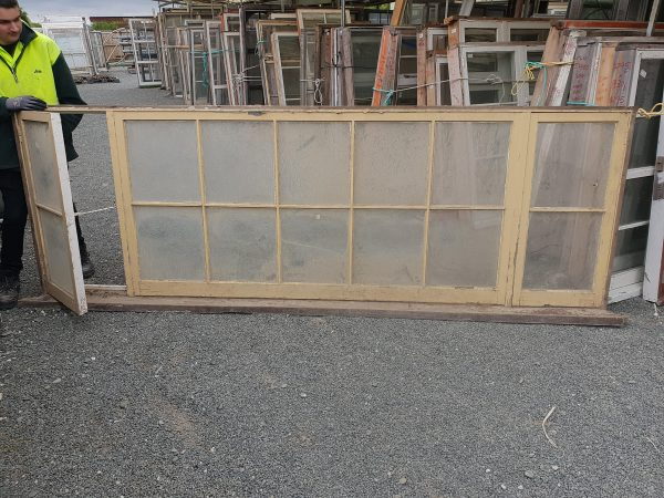 wooden_window_colonial_ext_opened.jpg