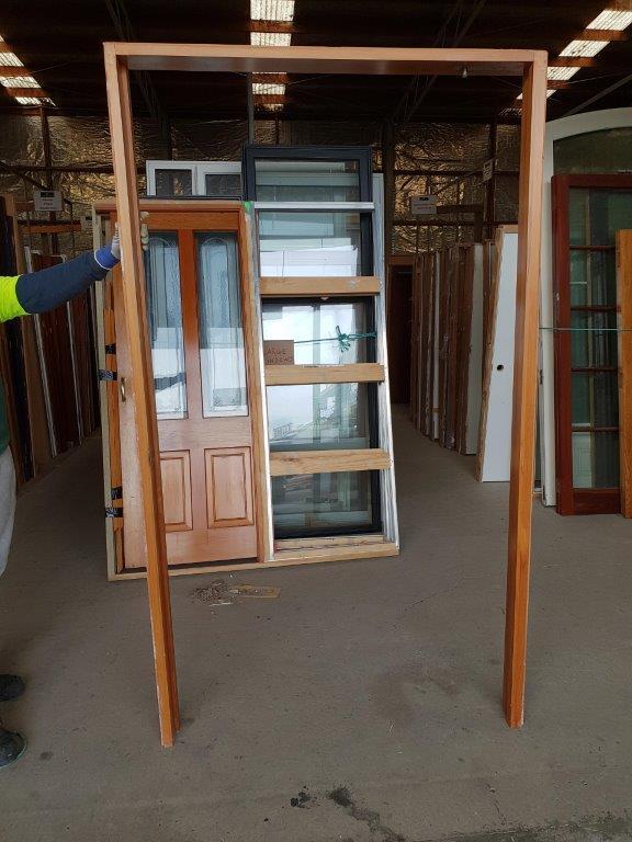20200806-89837 Pivot Door Internal in Frame door frame (002)