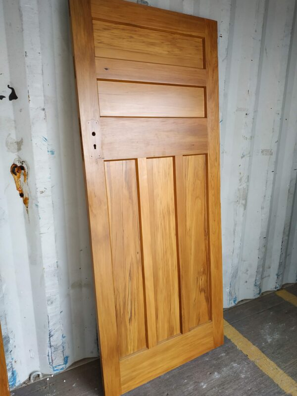 92121 Internal Rimu 5 Panel Door