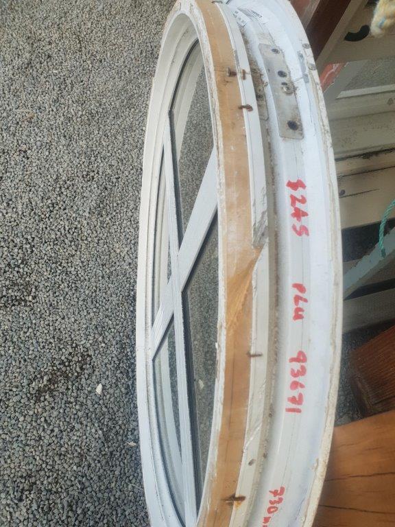 93671 White Aluminium Round Window reveals close up