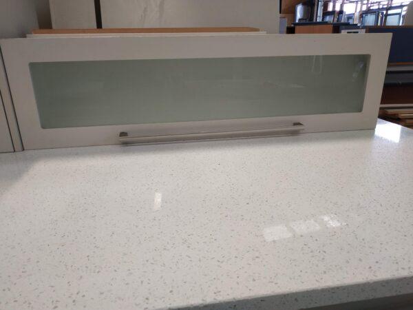 94374 Kitchen close up Bench & horizontal cabinet