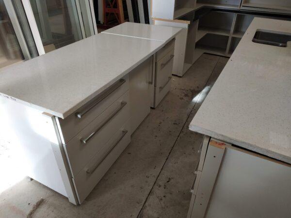 94374 Kitchen cream benches