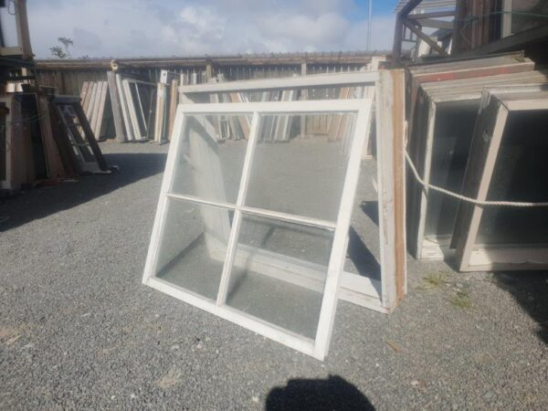 96131 Wooden Colonial Window ext opened