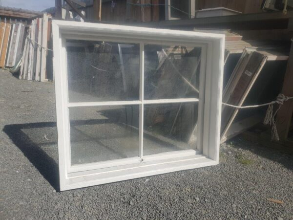 96131 Wooden Colonial Window int